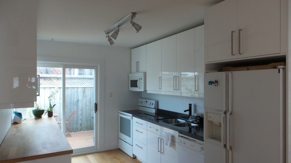 LEASED OVER ASKING – $1950/Month Luxury 2 Storey Apartment with Ensuite Laundry & Parking – Danforth and Carlaw