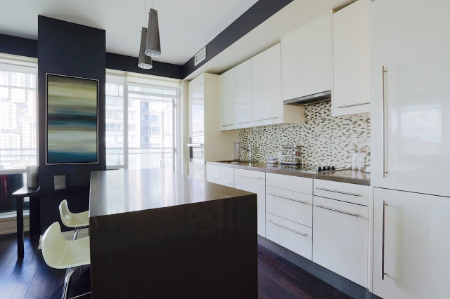 SOLD OVER ASKING – 2 Bed, 2 Bath Luxury Condo in tiff. Bell Lightbox Tower