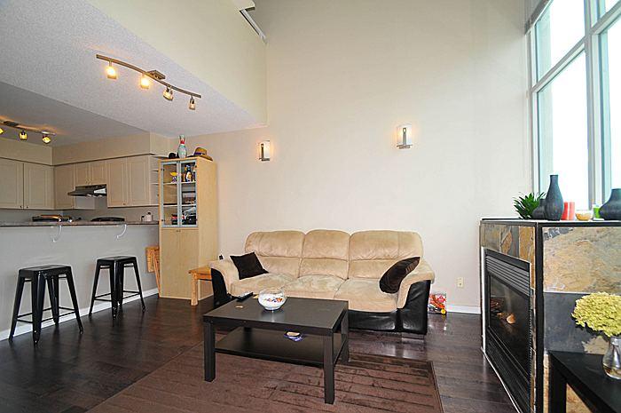 $289,900 – 1 Bedroom, 2 Bathroom, 2 Story Loft with Parking and Locker