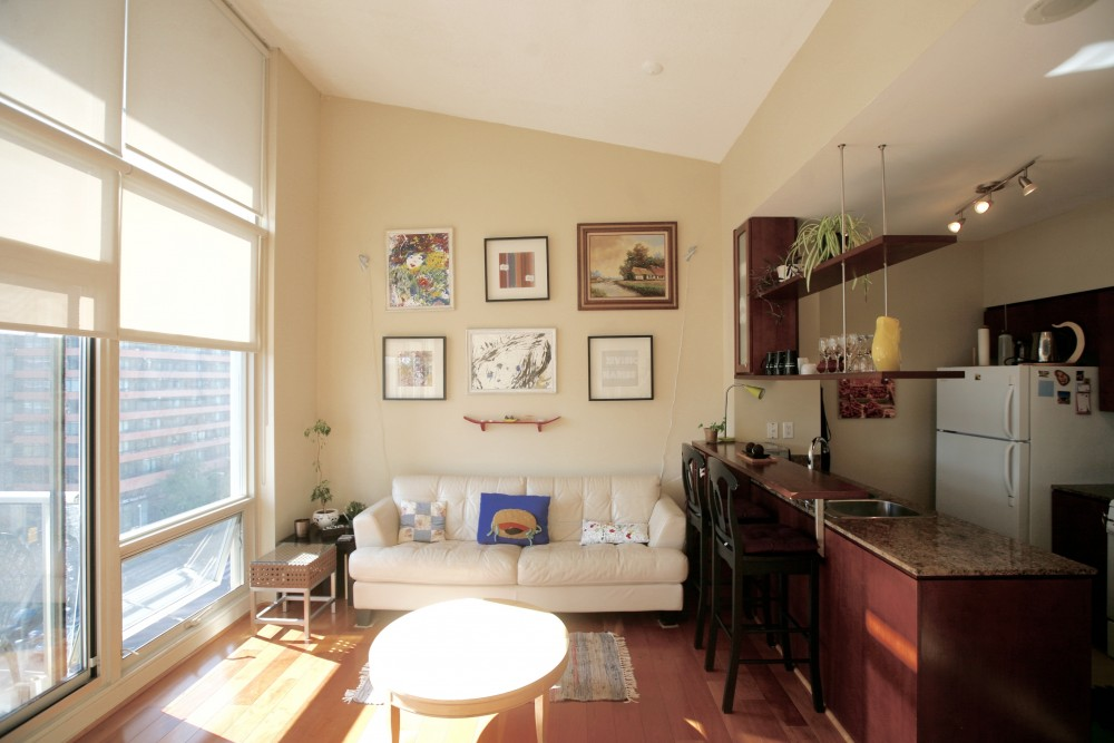 SOLD OVER ASKING – 1 DAY – 9 Spadina Ave Suite 809
